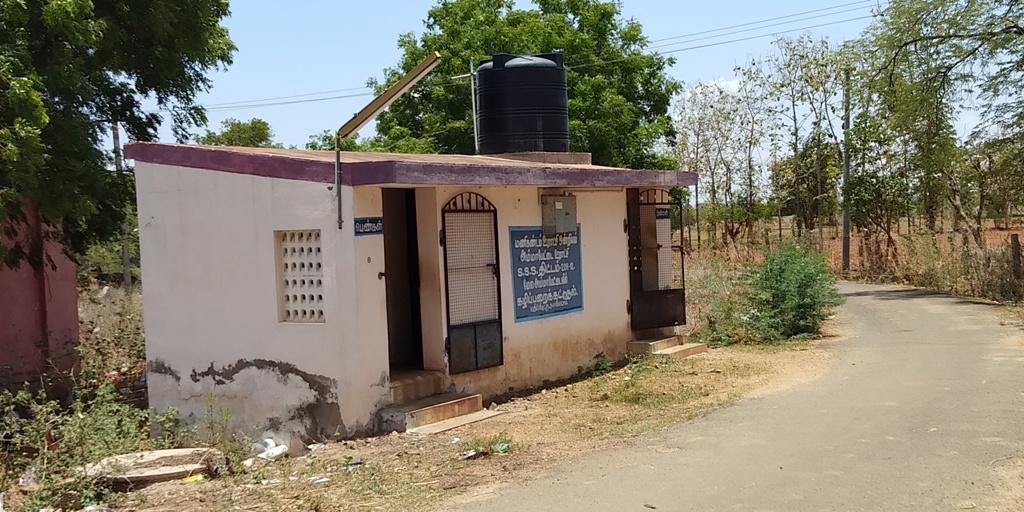 Bau Einer Toilette Für Das Dorf Ammapatei