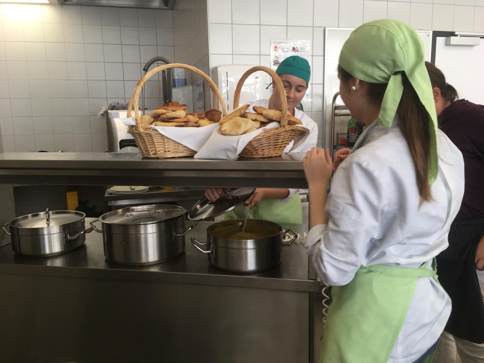 Indisches Mittagessen – Ein Tolles Diplomprojekt Von Hanna Laimgruber Und Larissa Reiter