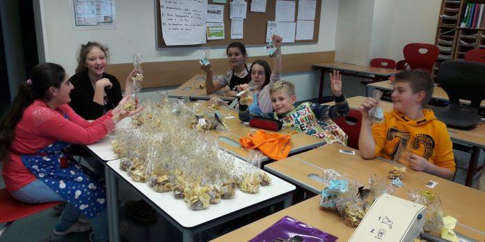 Seekirchen: SchülerInnen Backen Kekse Und Schenken Licht