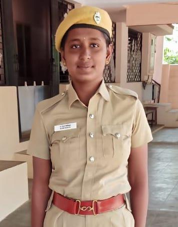 Monisha Besteht Die Prüfung Zur Polizistin